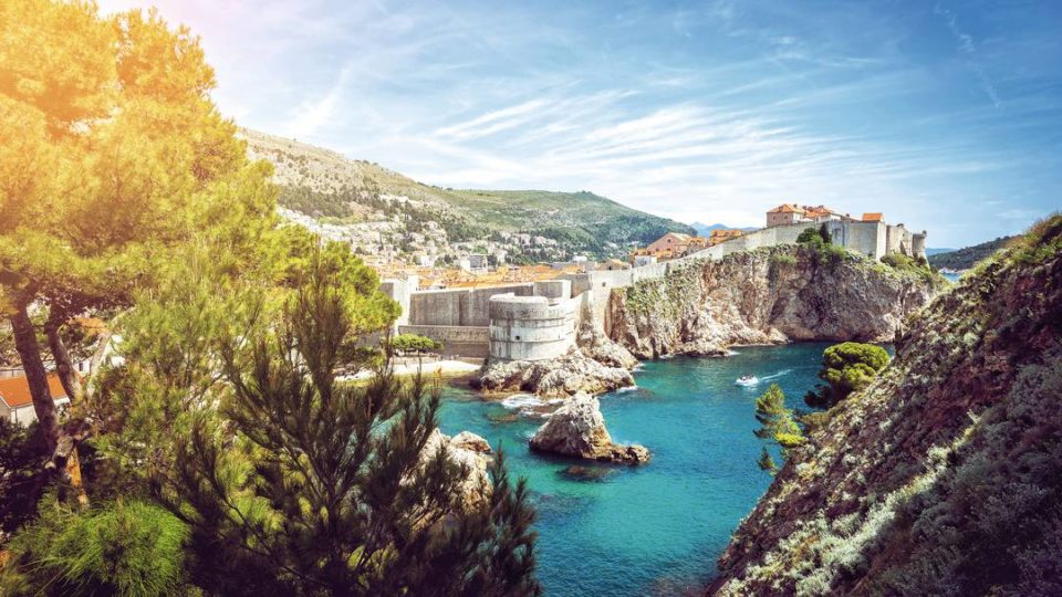 The Witch's Lifestyle & Travel News RoundUp: Dubrovnik, Canadian Wine Regions, Decanting Champagne, Honeymoon Spot, & Celebrity Hotels